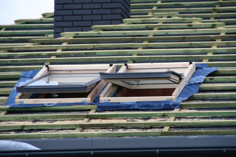Jakie funkcje spełnia okno dachowe?