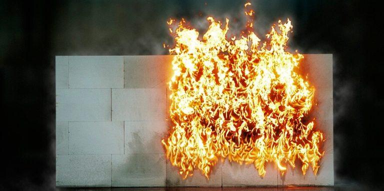 Ściany odporne na ogień – jak je wybudować?