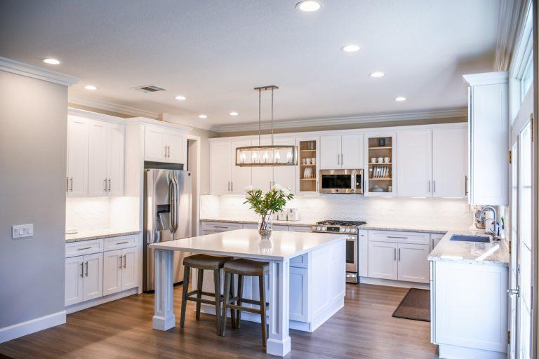 Urządzanie kuchni – jakie akcesoria przydadzą się na co dzień?