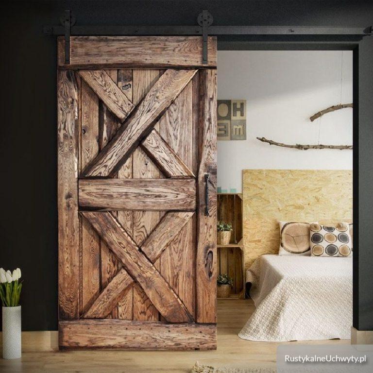 Drzwi przesuwne drewniane – dlaczego cieszą się popularnością?