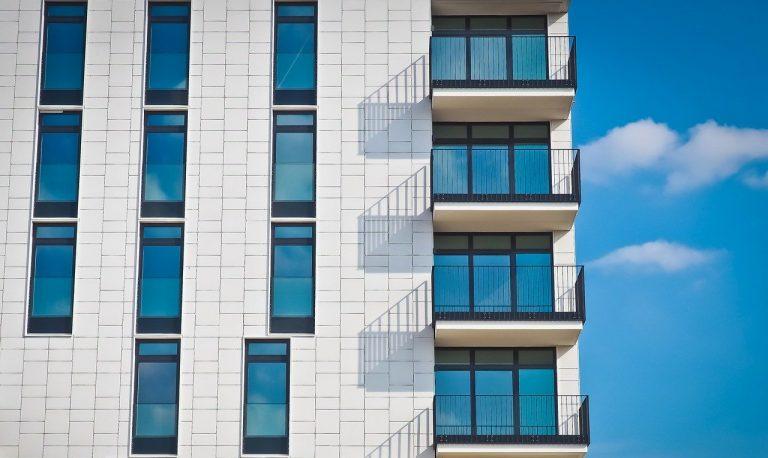 Mieszkasz w mieście? Zainwestuj w okna dźwiękoszczelne