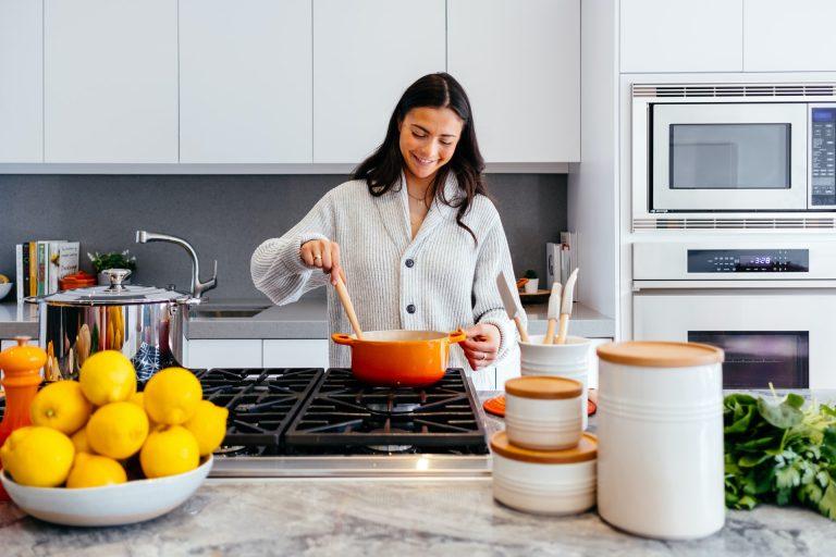Niezbędne wyposażenie kuchni – lista