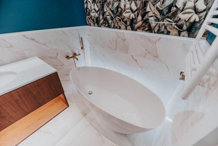 Czy jest sposób na terminowy remont łazienki?